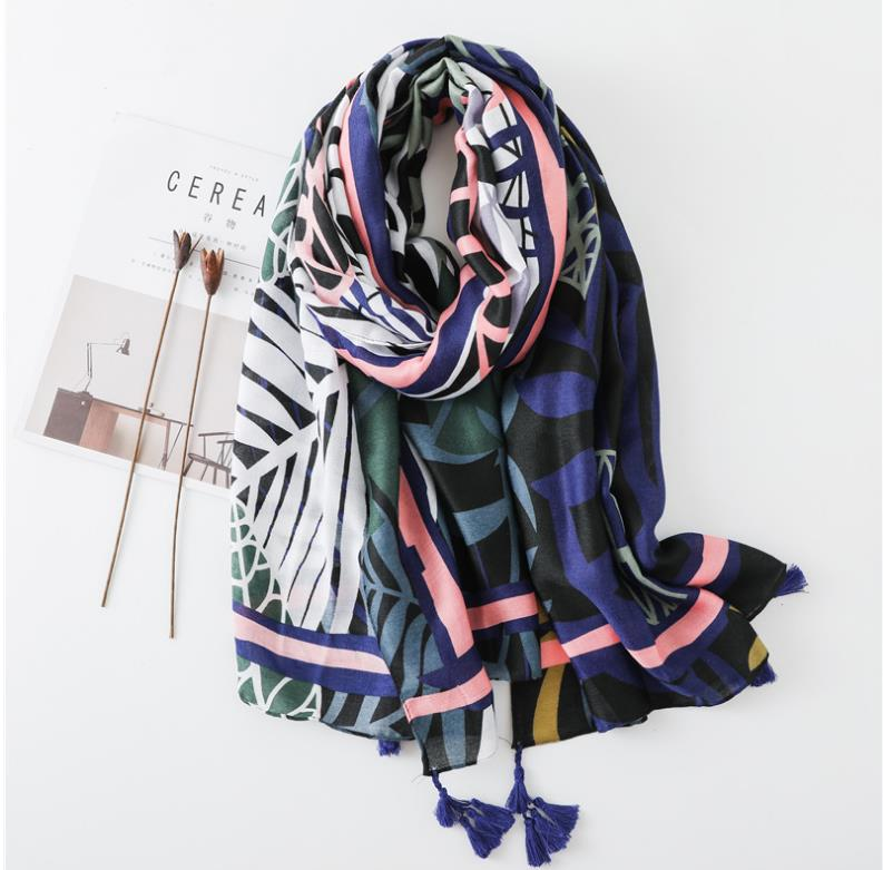 Bold retro leaf scarf