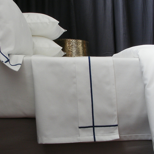 Inspired by the velvet depth of the African evening, we bring you the Midnight colour palette, Navy and White has always been an elegant combination. 
