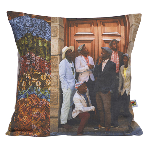 This is known in the studio as Guys In Hats, some cool dudes and a feeling of camaraderie to liven up any room. Cushion cover is 100% cotton and measure 45 x 45cm.