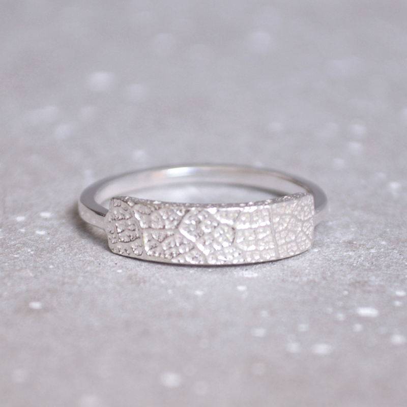 Our rectangle sterling silver curvy rings are quite lovable. Dainty, comfortable to wear and textural. What's not to like? If you know your exact ring size, please write it in the comments box upon checkout. Otherwise, just choose a size from the drop down provided.