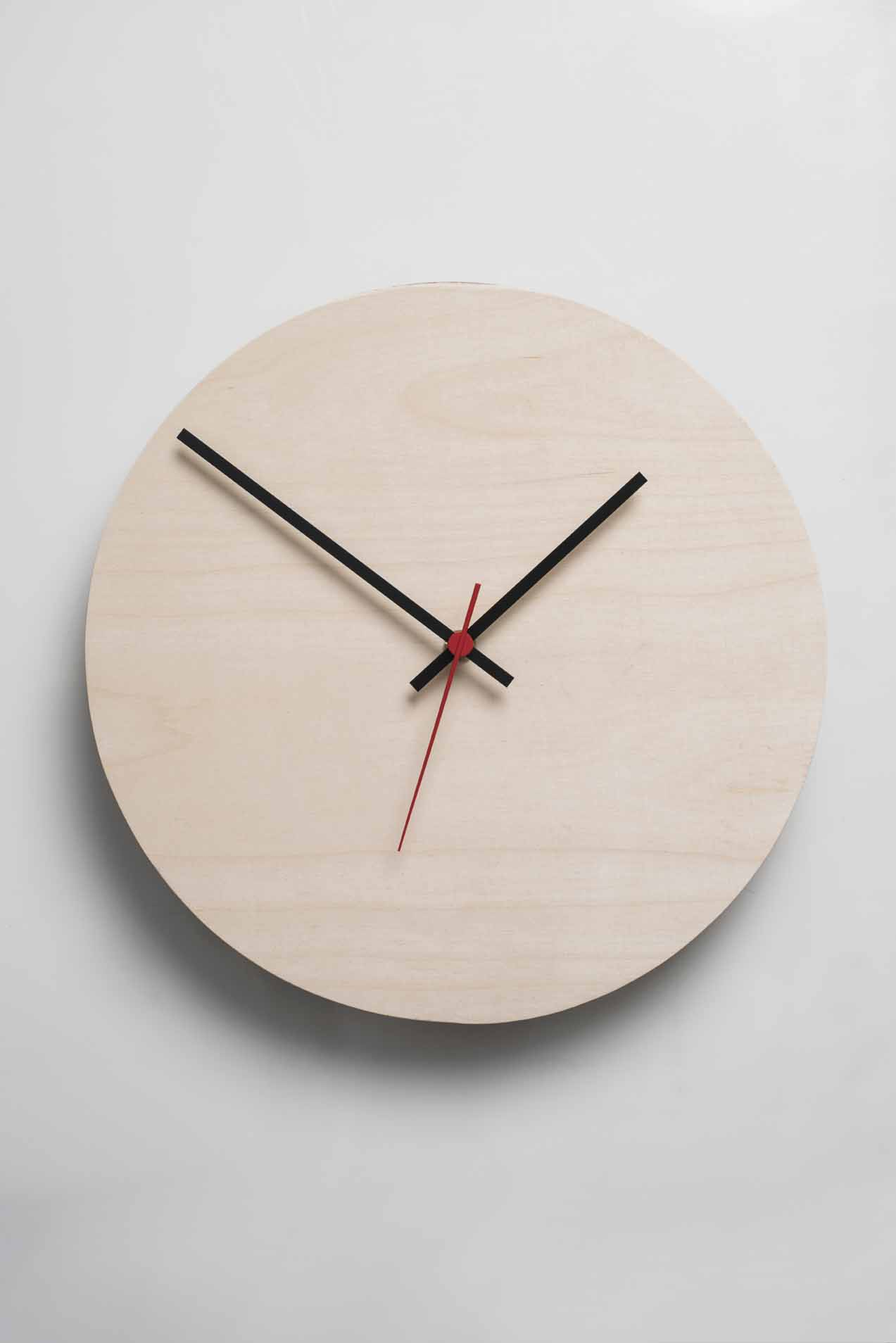 It's about time you considered redecorating, so get this fresh-looking 30cm diameter Native DecorRound Clockto inject a dose of minimalist aspect into your space. Pair it with a feature wall in red to match the third hand and keep your decor light and neutral.  Material:Northeast European Birch Plywood and Water Based Enamel Paint