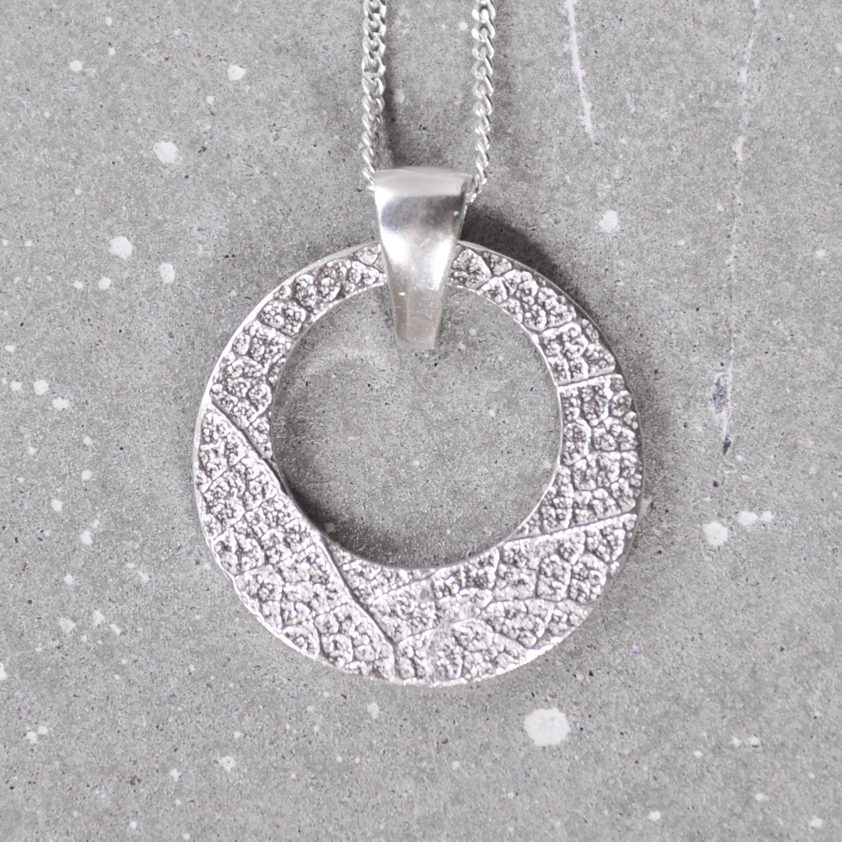 This pendant can be ordered in two textures - Coconut or Leaf texture. You can also choose the length of your chain. 