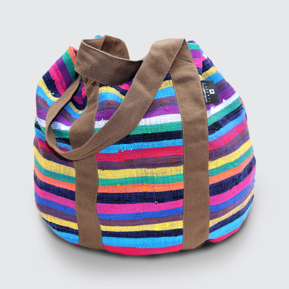 If you want a bag that knows no limits, this is the one. Super strong and fits comfortably over your shoulder. Pack your beach kit, hand luggage or picnic goodies, and off you go!