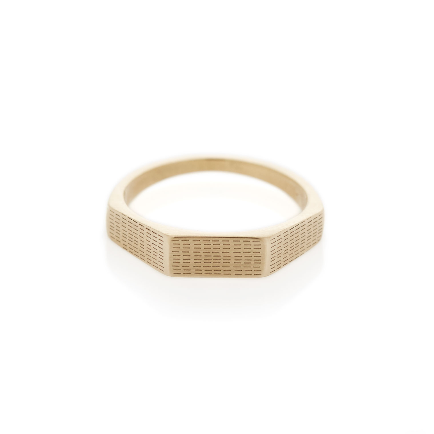 Horizontal rain three edge yellow gold signet ring
