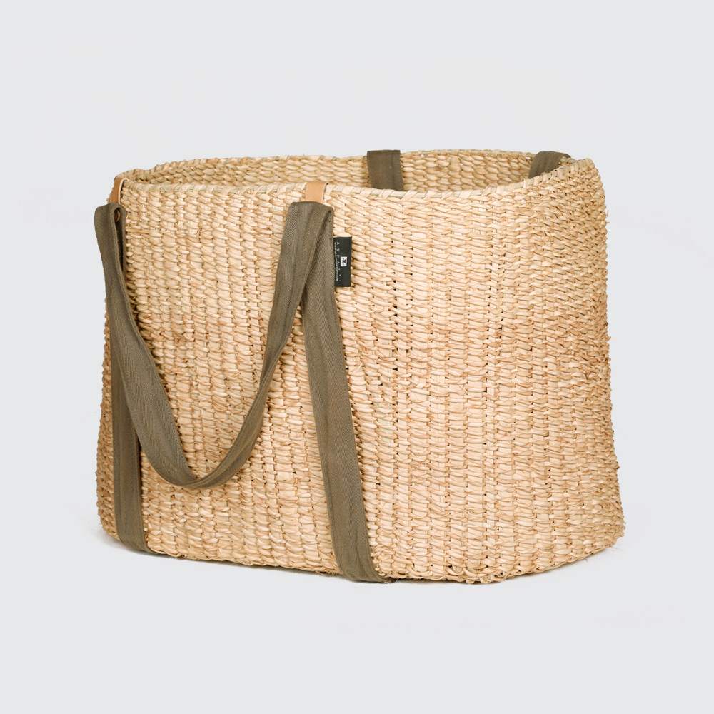 The Nguema Tight Weave with Webbing Handles is handwoven damp, making these carriers incredibly strong but flexible. Great for shopping, as the long cotton straps fit comfortably over your shoulder.
