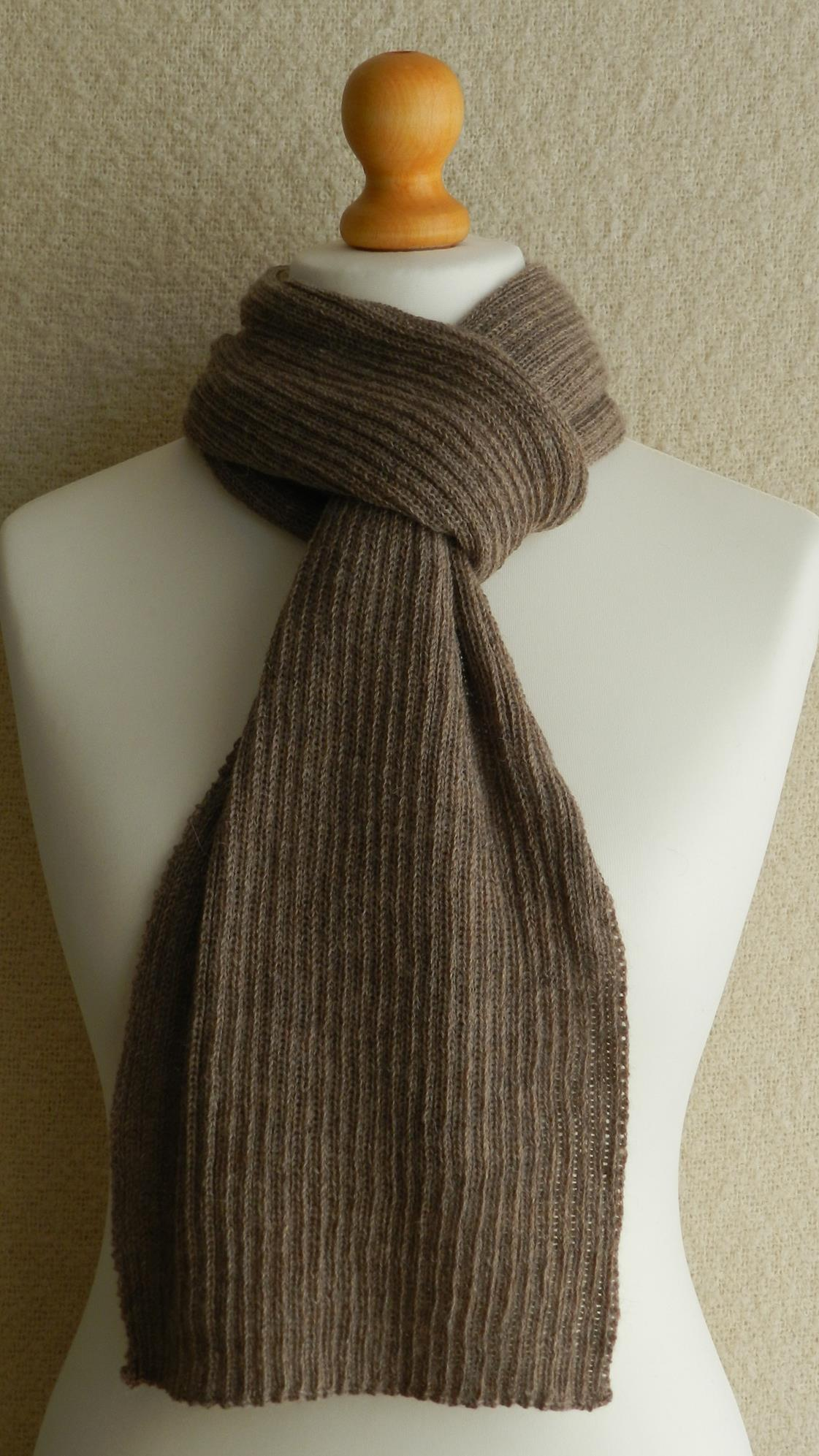 SCARF - KNITTED