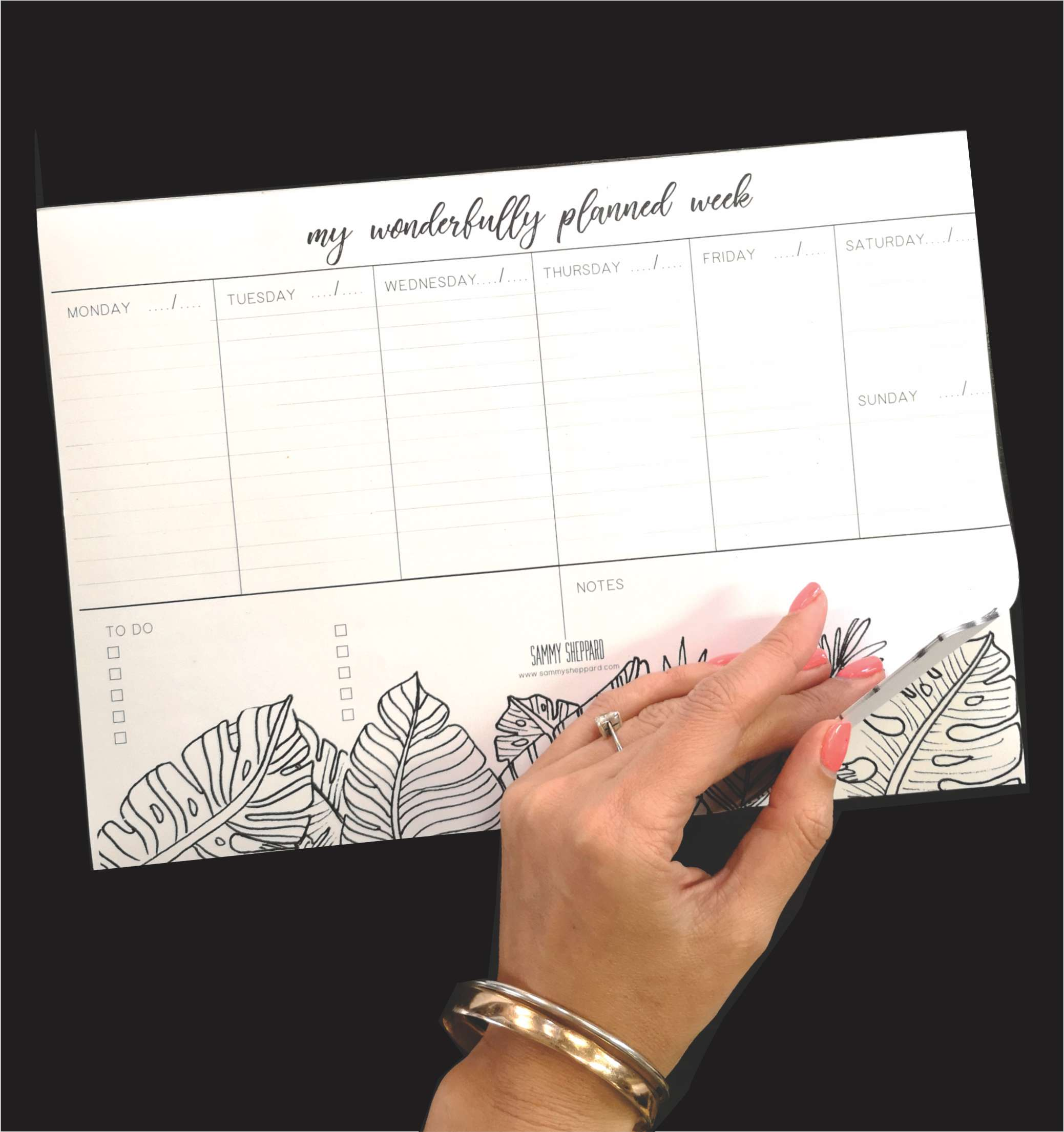 Plan and view your entire week on this beautiful A4 notepad style weekly planner. Stick it on the fridge or use it on your desk,
