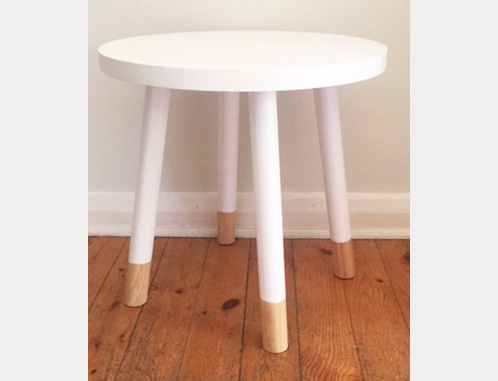 A clean and sophisticated table for your little one