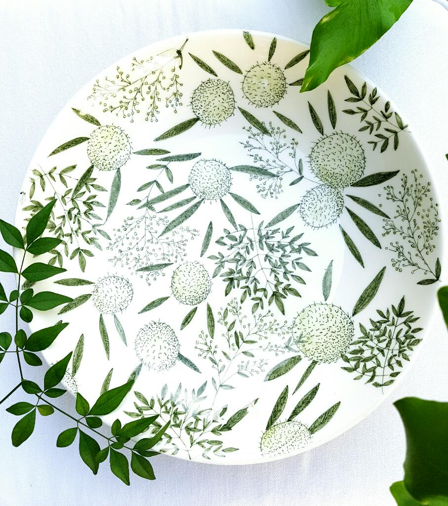 Brighten up a room with this large serving bowl. For the entertainer!