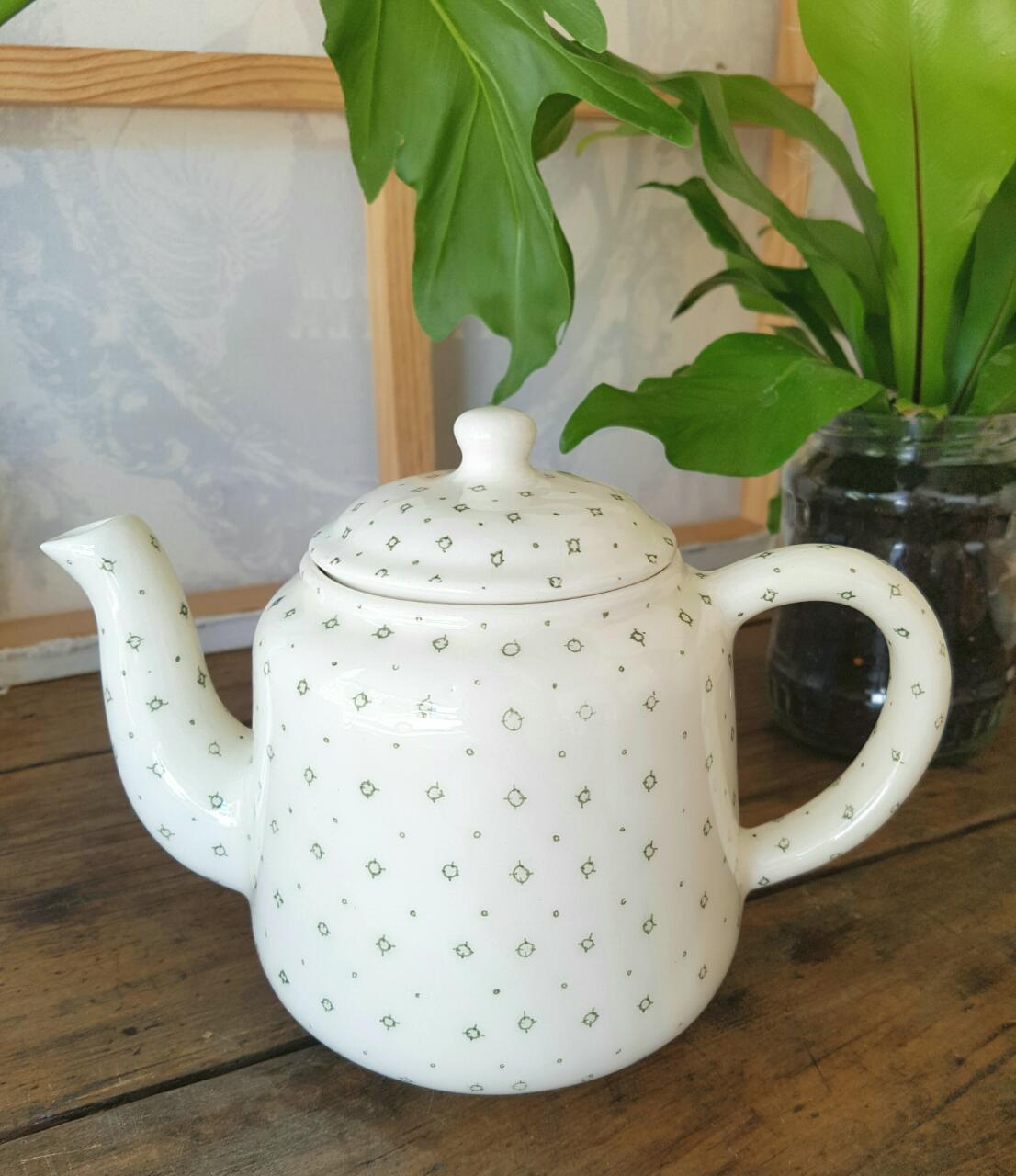 Available in grey, dusty pink, green, white, green compass circle pattern and cactus pattern.  Makes 4 cups of tea.