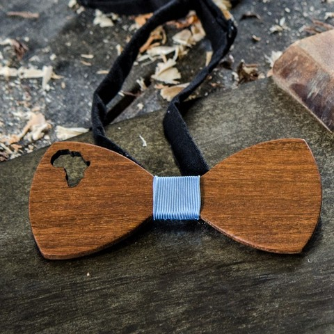 Whether you're proudly South African or a friendly foreigner, the Africa is a real crowd pleaser.  Available in Light wood ( eg Oak) Mid tone wood (eg Kiaat) with either a navy or black centre ribbon.  If you'd like a custom combination drop us a line. And now loaded into our Óriginal Gentlemans box.