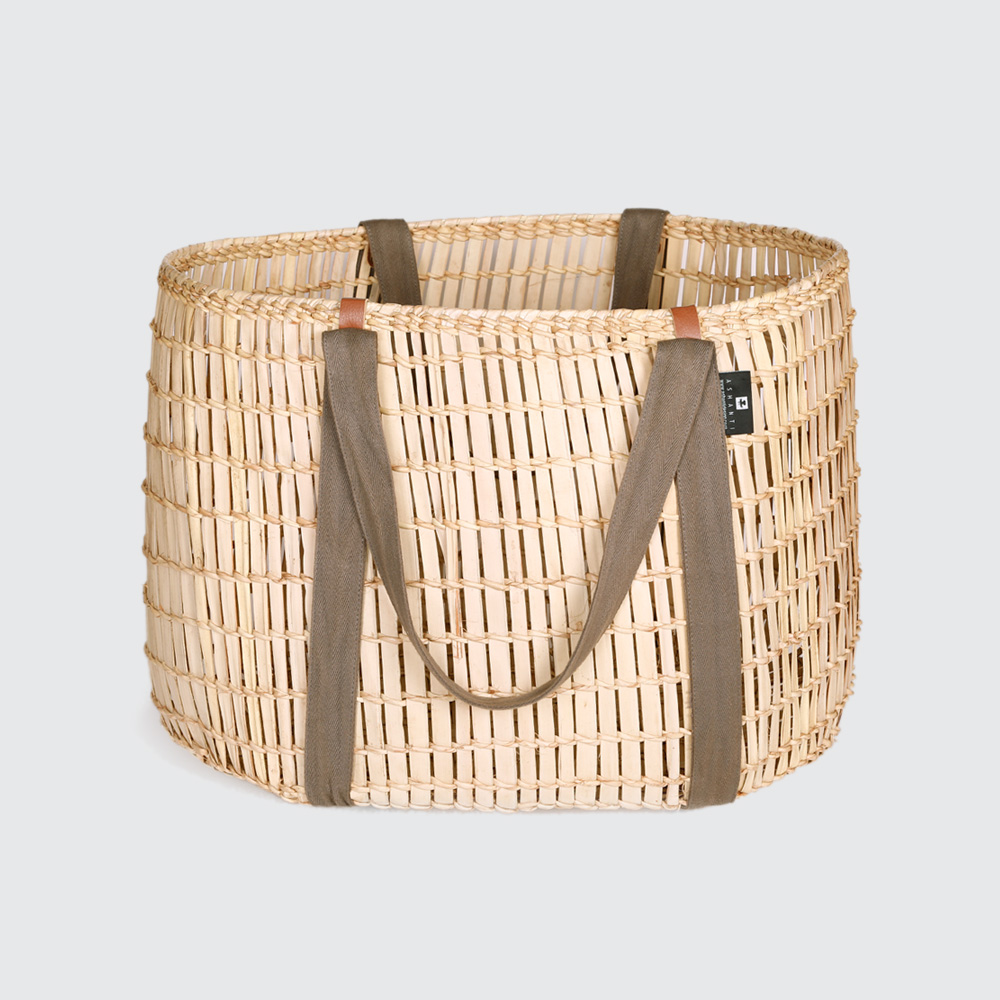 The Nguema Open Weave with Webbing Handles is handwoven damp, making these carriers incredibly strong but flexible. Great for shopping or clean laundry, as the long cotton straps fit comfortably over your shoulder.