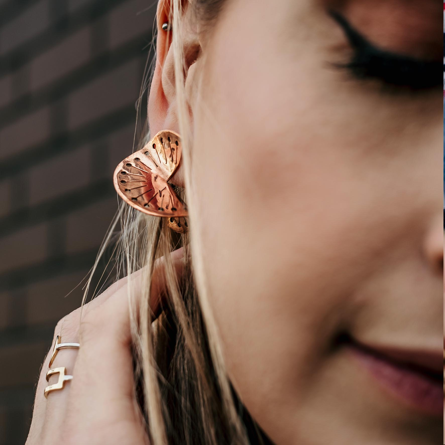 The TWISTED DANDELION Stud Earring has beautiful, fine detail cut into the shape, adding even more WOW to an already stunning design! 