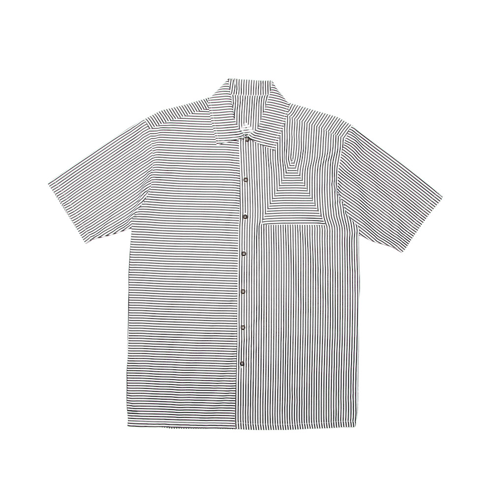 A classic box-shaped shirt featuring a psy-traingular inserted panel on front and back panels. Cut from a lightweight 100% cotton. Finished with a straight hem.