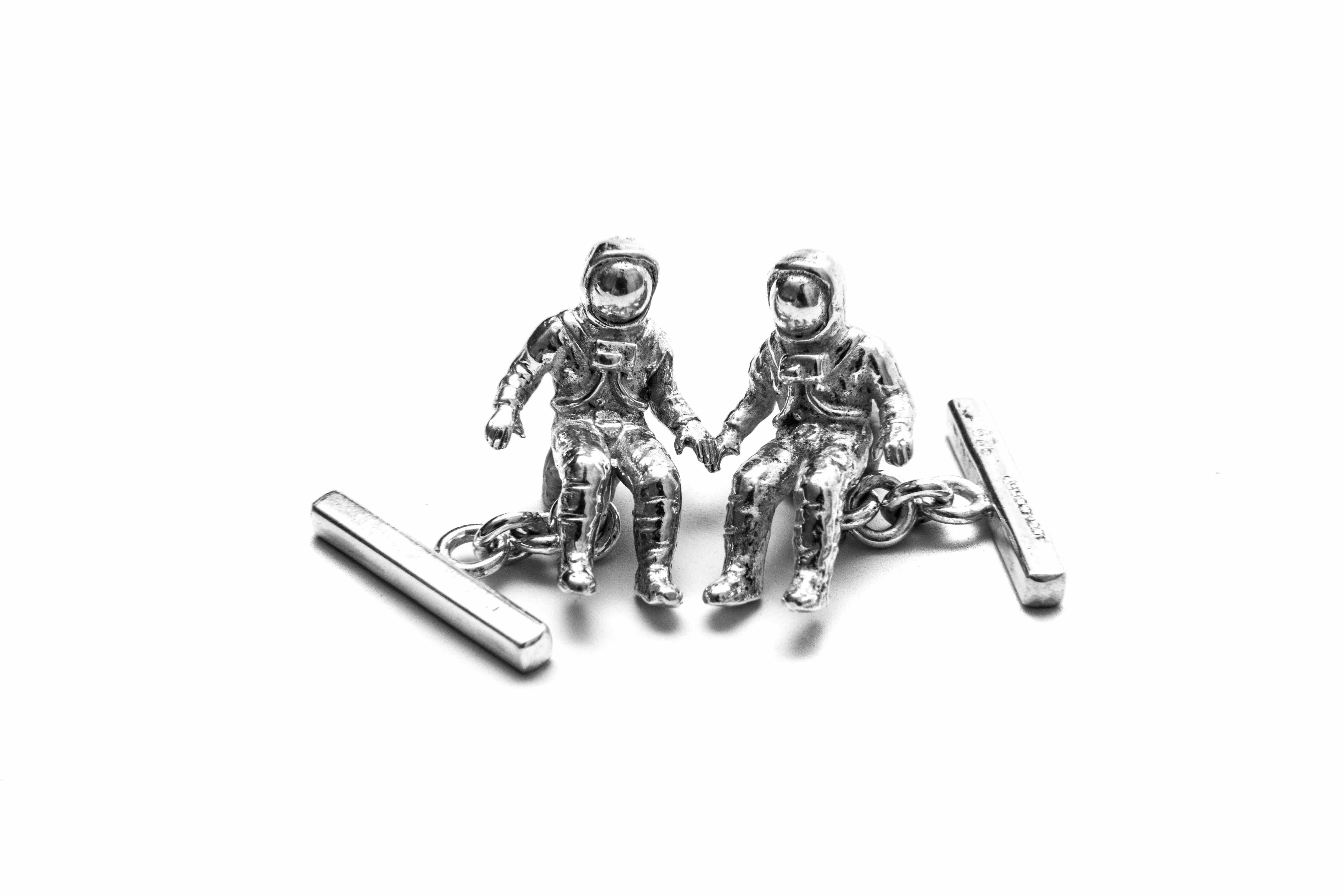 Spaceman cufflinks handmade usingsterling silver. Approximateweight 12g  Packaged in a small hand made wooden box.