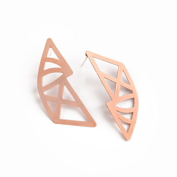 Upside down, topsy turvy reflections of each other. The Geo earrings are our mirrored curved beauties. Available in gold plated brass, with sterling silver studs. Size: 4.8cm long x 2cm wide