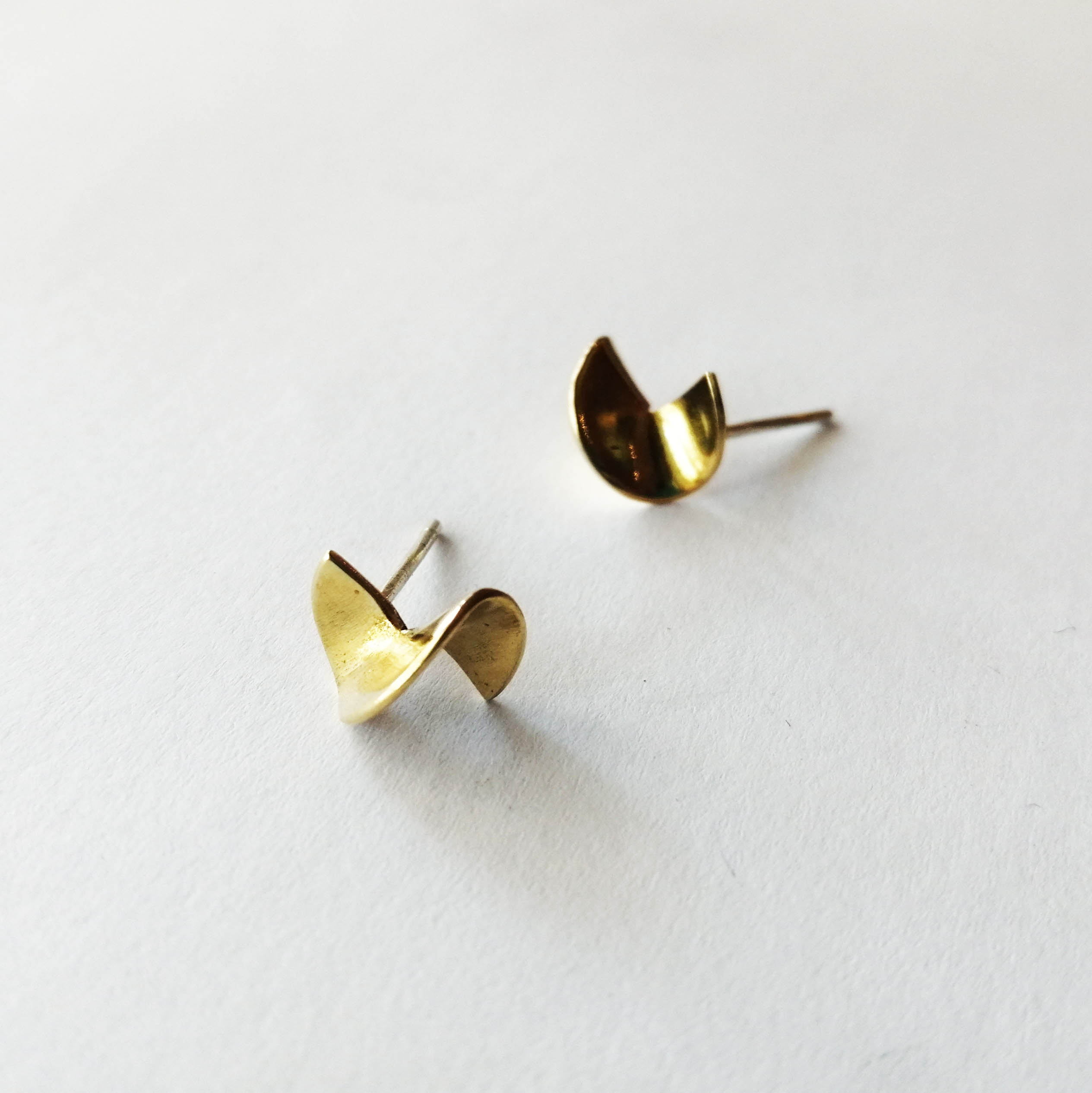 TWISTY Stud Earrings