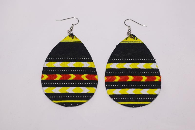 Sethuearrings, another African inspireddesign. Treat yourself or treat a loved one to thisbeautiful handmade earring set.