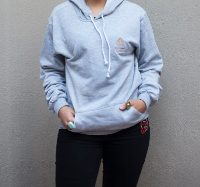 A casual, comfortable go-to, this hoodie is made even more of a must-have thanks to the retro logo typography appeal. Ideal to throw in for chilly weekends by the beach, cool evenings and nights out, it has a regular fit, soft construction and ribbing on the collar, cuffs and hem as well as the kangaroo pocket.