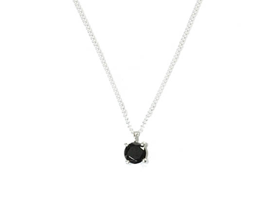 Delicate sterling silver claw setting with 6mm Onyx 