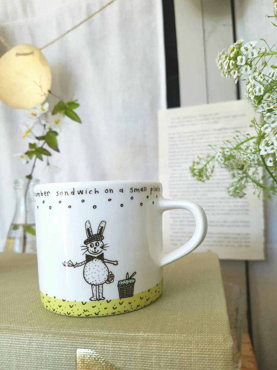 Let the little ones join for tea! From toddler to lateprimary school. Or for the young at heart!  There are two variations - one with Ben and one with Sophia.  Height: 6 cm  Width: 7 cm