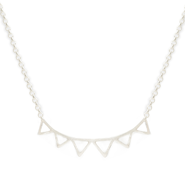 Silver short necklace, a half round of zig zagsthat sits beautifully on the collar bones.