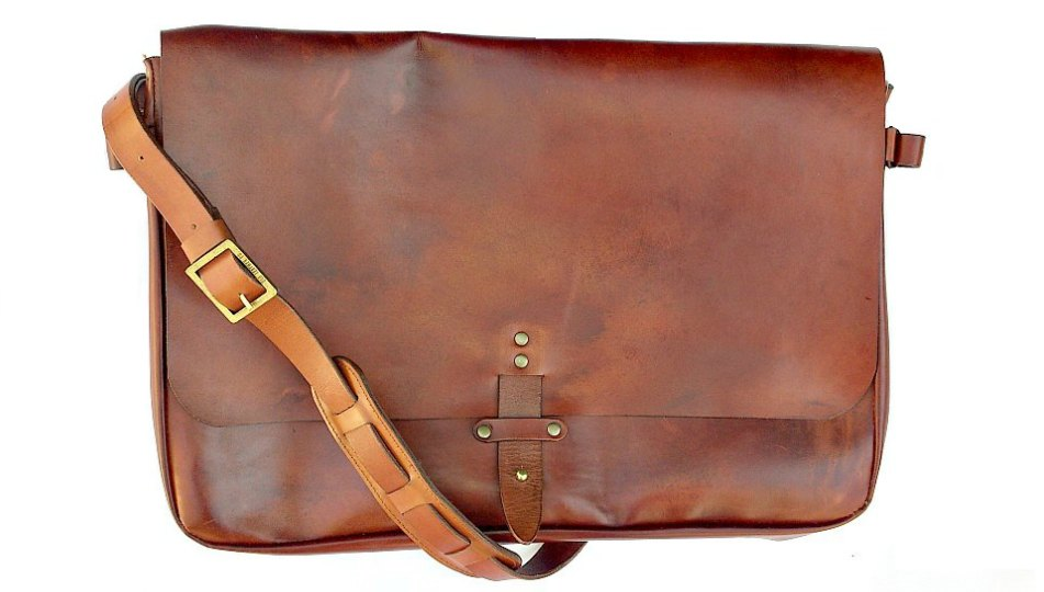 Inspired by a postman's bag this bag is another truly androgenous bag. This bag is holds your laptop and other documents perfect for a day at the office, coffice or campus.