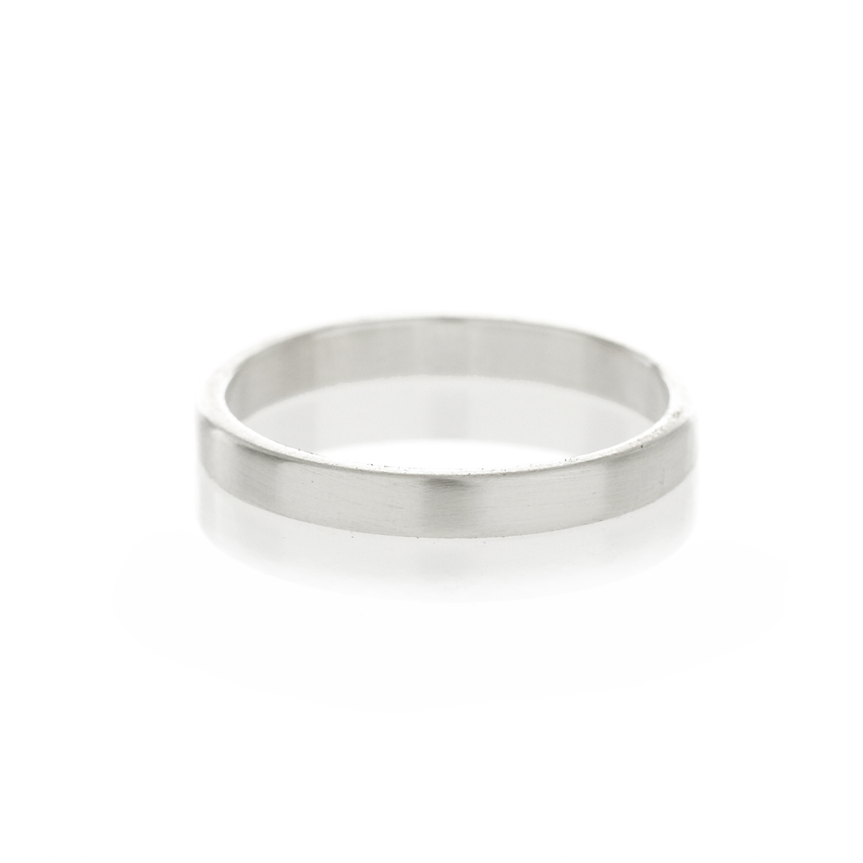 A square profile, sterling silver men's band, with a brushed or polished finish.  Available in width 2mm, 3mm, 3.5mm, 4mm and 5mm.  (Image depicted is a 3mm brushed band.)  When ordering one of the rings from our men's collection please let us know if you would like a brushed or polished finish, andif you can provide us with the specific ring size please do so.   Both of the above can be donein the comment box when placing your order.