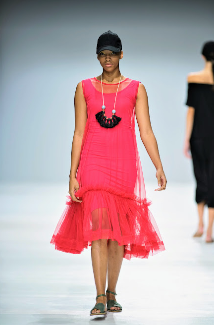 The Frill Hem dress is made from a soft Tulle fabric. Fit & Flare shape, Frill hem detail, slip dress included Available in Pink // Red // Black // Yellow // White Size 32 -48 **specify colour when placing an order