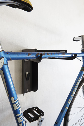 Use our bicycle shelf to display your daily commuter or weekend wheels in a narrow hallway or against your garage wall. Use the shelf to store your helmet and the hook underneath the shelf to hang your cycling attire. The shelf has a hole for a bicycle lock, which is ideal for use in apartment blocks and offices where your bicycle is left unattended. The rubber lining protects your bicycle's top tube against scratches.