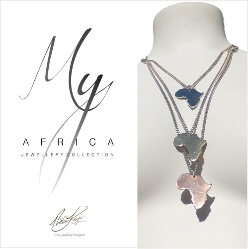 The 31mm pendants feature the African continent, on a stainless steel chain. The pendant is available in 4 different sizes (31mm, 21mm, 17mm, and 12mm)  The choice is yours  Available in Stainless steel, Copper, Brass