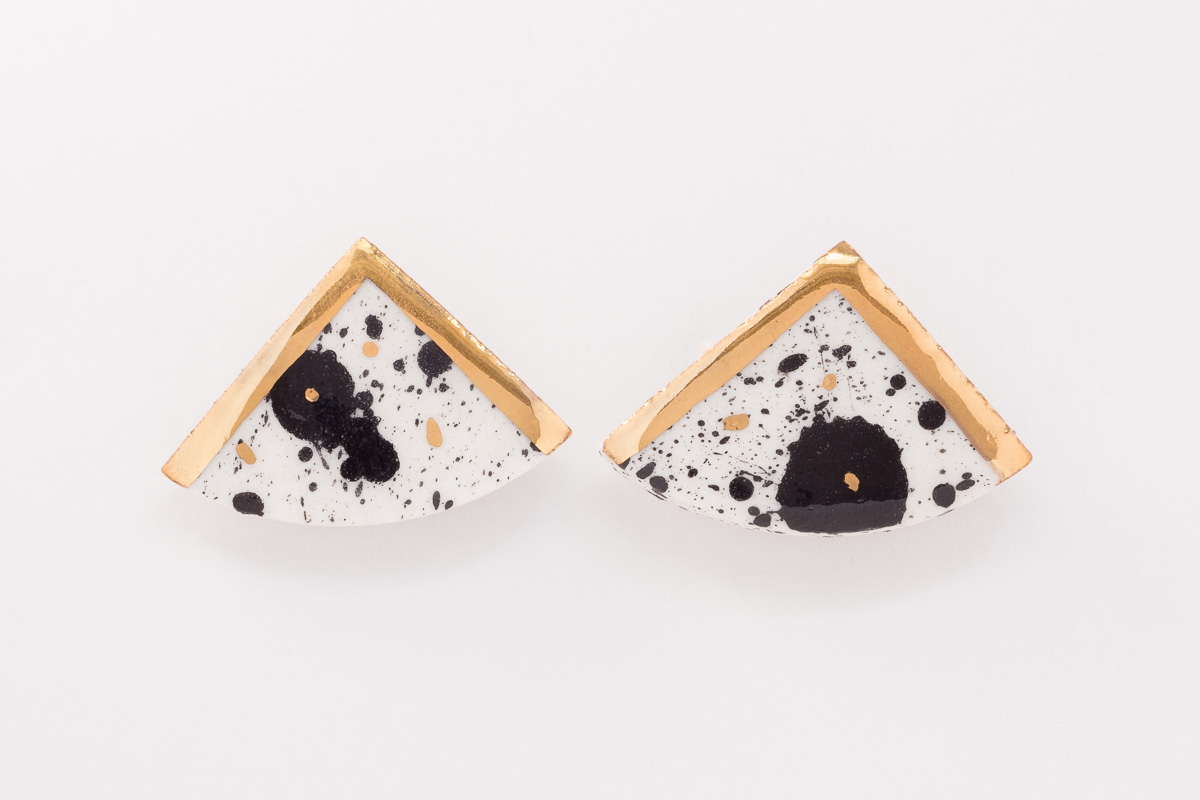 25 mm x 30 mm | Sterling silver | Porcelain earrings painted with 18 karat gold lustre