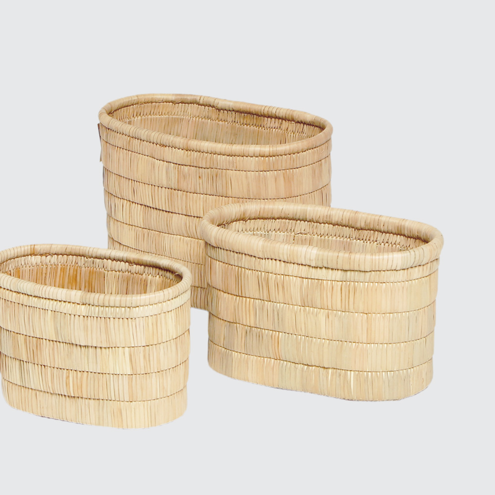 Solid Palm Leaf weave in a thatch-style layered look. No handles, great for storing lighter items like toiletries or fluffy toys – or simply as a decor piece.