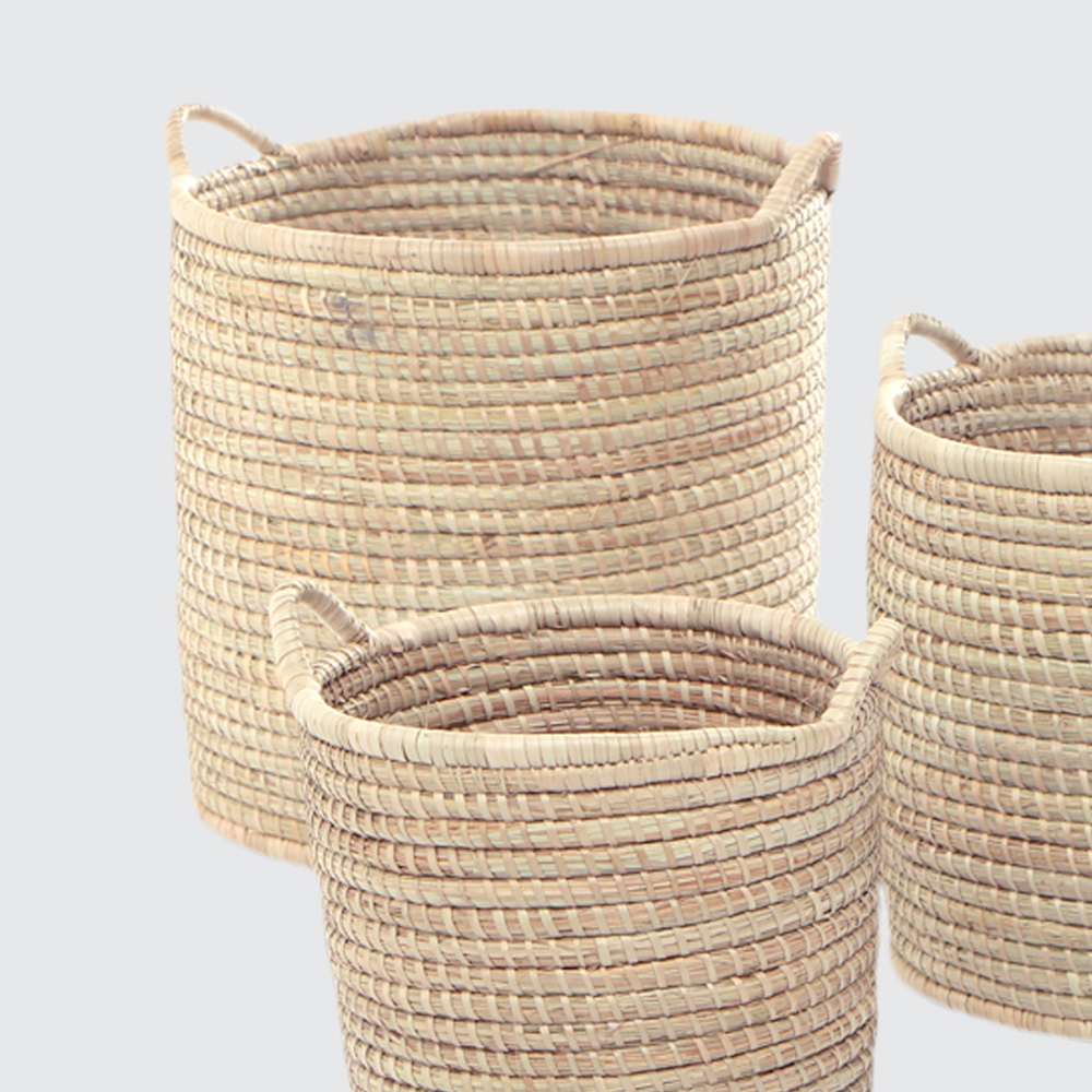 A strong, sturdy round basket woven from Palm. Small woven side handles make it great for storage that you like to move around.