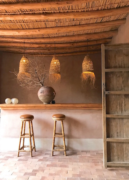 Woven grass lampshades.  Please note that the colour of each lampshade may vary as this is a natural product.  Measurements:  Large - 65cm x 35cm x 35cm  Medium - 60cm x 30cm x 30cm