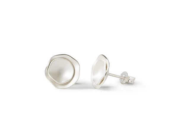 pearl white finish with polished edges  slight variations may occur due to the hammering process