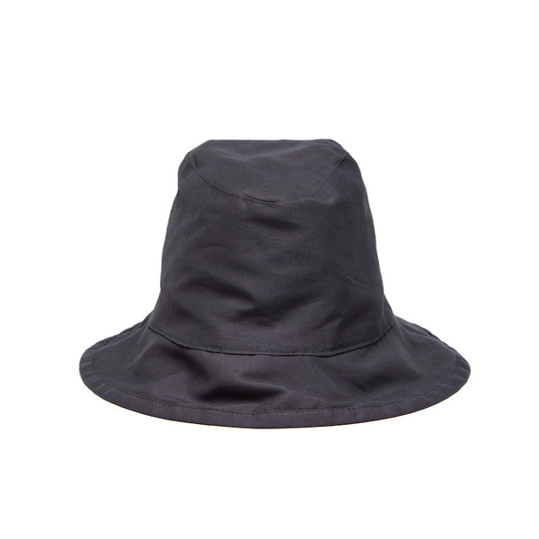 A foldable, rollable bucket hat cut from a lightweight peachskin fabric. Finished with an inner lining and an all-round brim.
