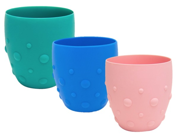 The Marcus & Marcus Training Cup is designed with a non-slip grasp design that prevents the cup from slipping out of your toddler's little hands while they get accustomed to an adult-sized cup. Made of silicone, is it shatterproof so no need to worry if little once accidentally drops it! 