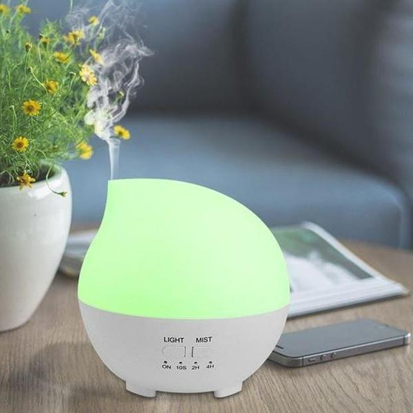 This beautiful and modern aroma diffuser is in the shape of a rain drop. Perfect for any room, office or yoga studio with its unique and compact design.