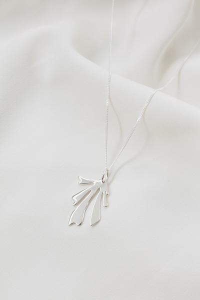 Le Fleur Necklace