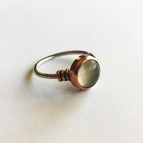 Say bonjour to our CHERI RIng with its delicate coil design, a firm favourite!  Select it in a copper-silver combination, copper-silver or just in a plain silver! Complete it with your stone selection and cherish it forever!