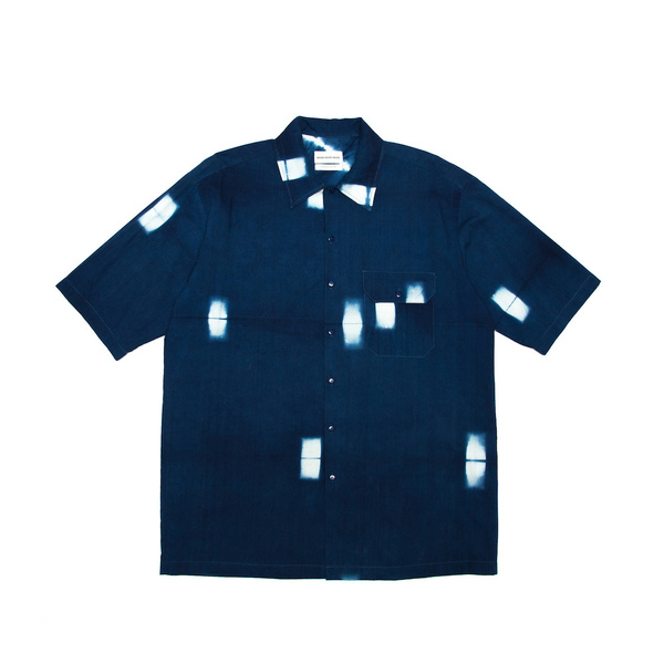 A classic box-shaped shirt, finished with a left-chest utility pocket. Cut from a an organic 100% Indonesian cotton, and dyed with Indigo at the Tarum Bali dye house. 