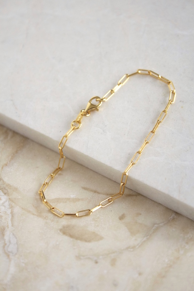 An everyday lightweight bracelet. Great for mixing with the rest of the arm party.  Material:  - Made in sterling silver andgold vermeil. Vermeil isan 18k gold platedlayer on sterling silver.  - Chain length: 19cm  - Link Width: 1mm x 5mm.  Each piece is made to order, the production time after your order takes around 3 days before shipping. Shipping takes 5 days with international and 3 days local couriers