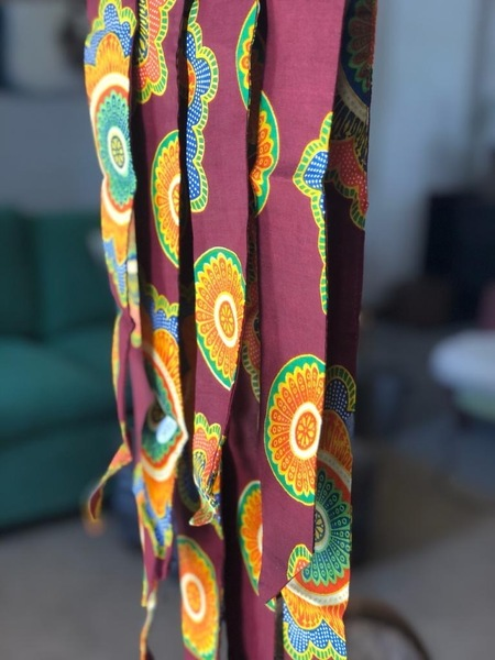 Handmade Shwe-Shwe print hairties for women. Crafted by local Stellenbosch women, providing employment and skills to women in the community.
