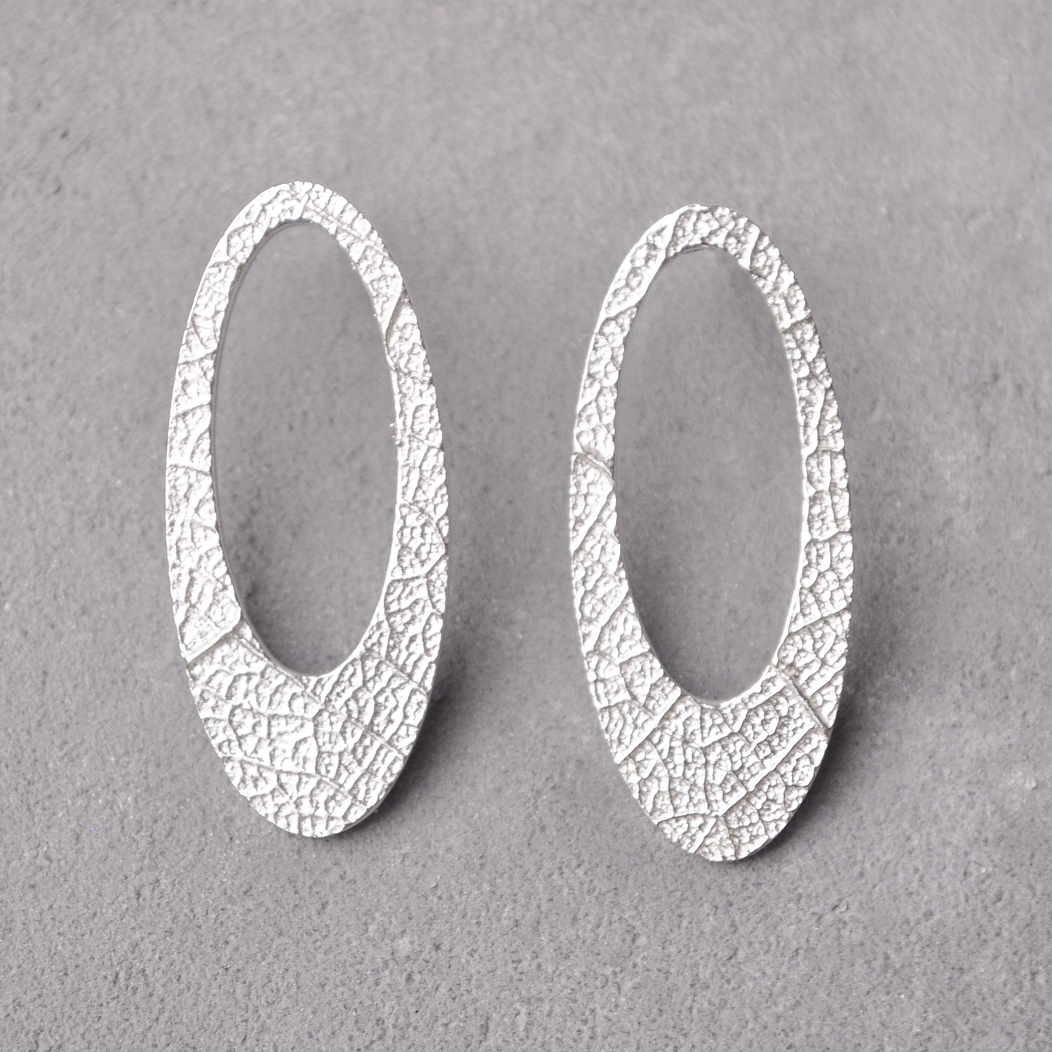 Our large hollow oval studs are 35mm in length and are available in coco and leaf textue.