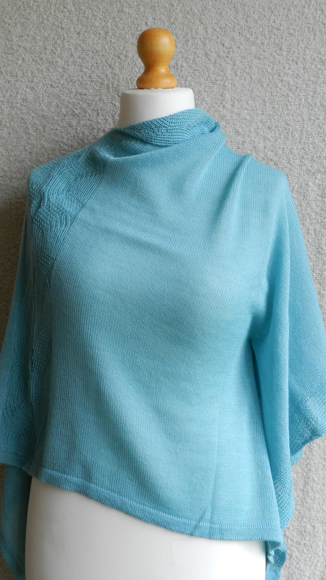 Classic, timeless fashion.  Warm and lightweight with beautiful drape.  Knitted in ultra-fine pure alpaca.