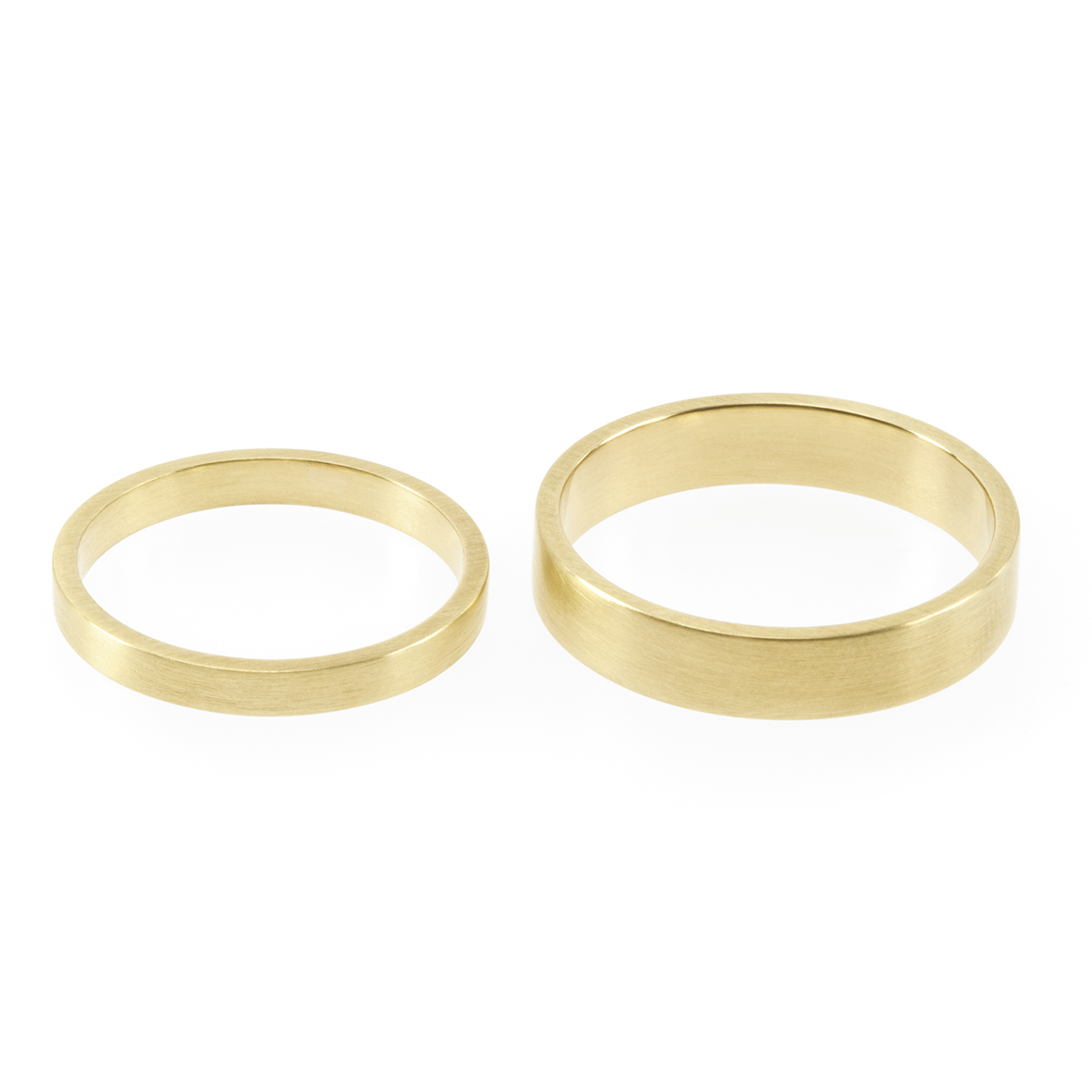 A contemporary, minimalist flat profiled band complimented by a soft matte texture.